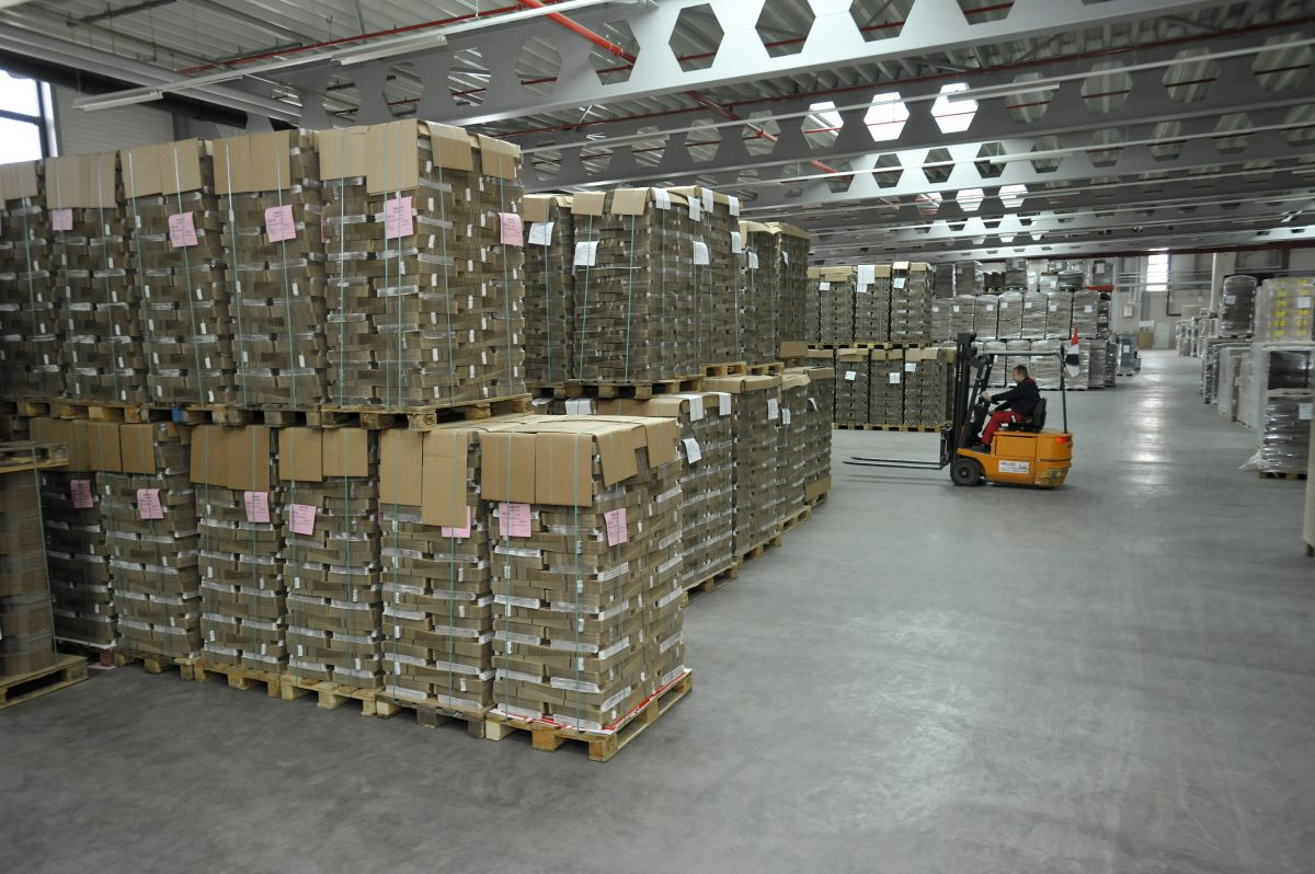 Wellstar Packaging Lagerhalle Wellpappe